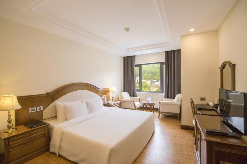 Khách sạn Quảng Ninh có hồ bơi