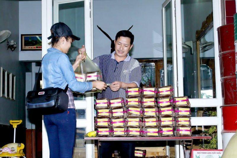 Cửa hàng bán bánh gai ở Hà Nội