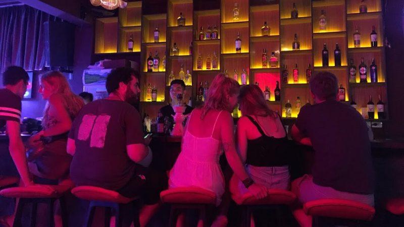 Quán bar tây ở Hà Nội