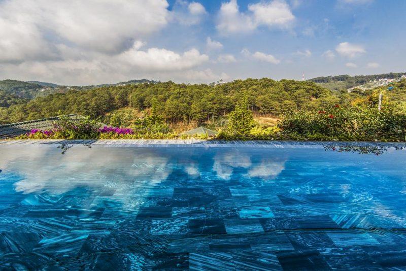 khách sạn có hồ bơi vô cực ở đà lạt