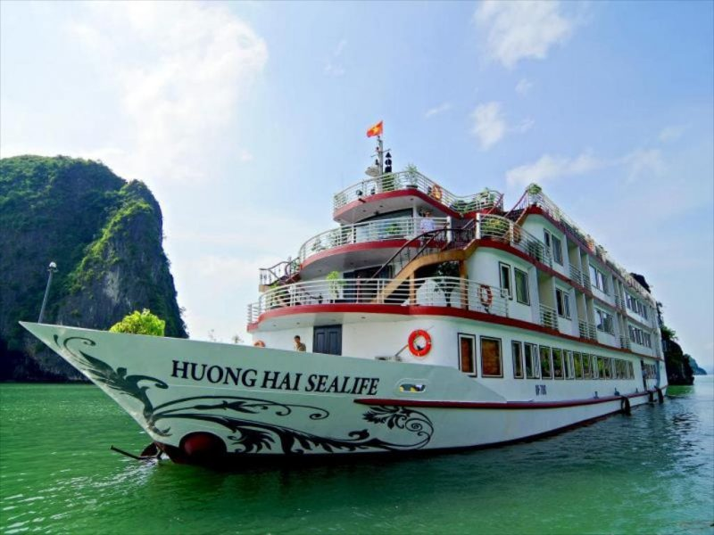 Tour du lịch Hạ Long trên tàu cao cấp