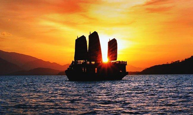 Tour Du Thyền Emperor Ngắm Hoàng Hôn Nha Trang
