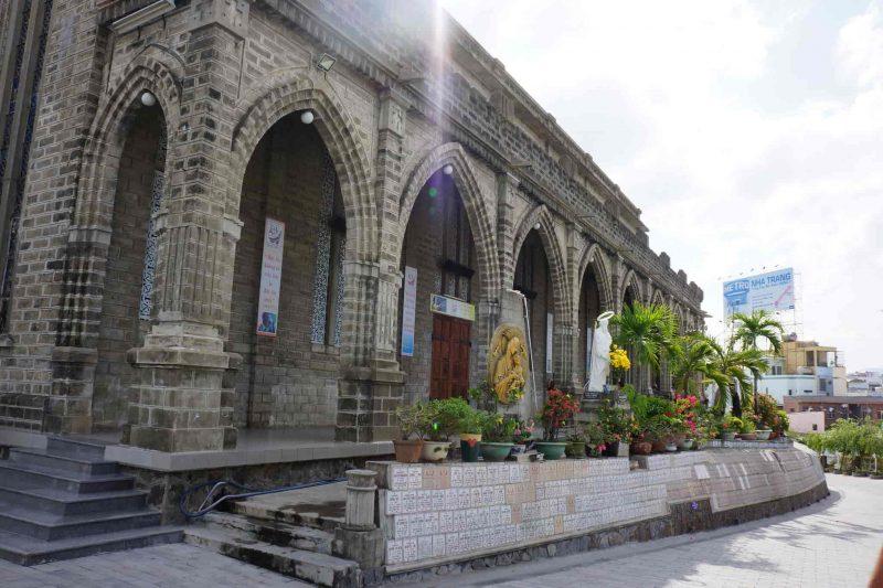 đền chùa ở nha trang