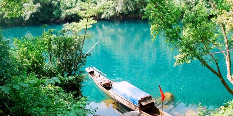 Sông chày Hang Tối cảnh đẹp ở Quảng Bình