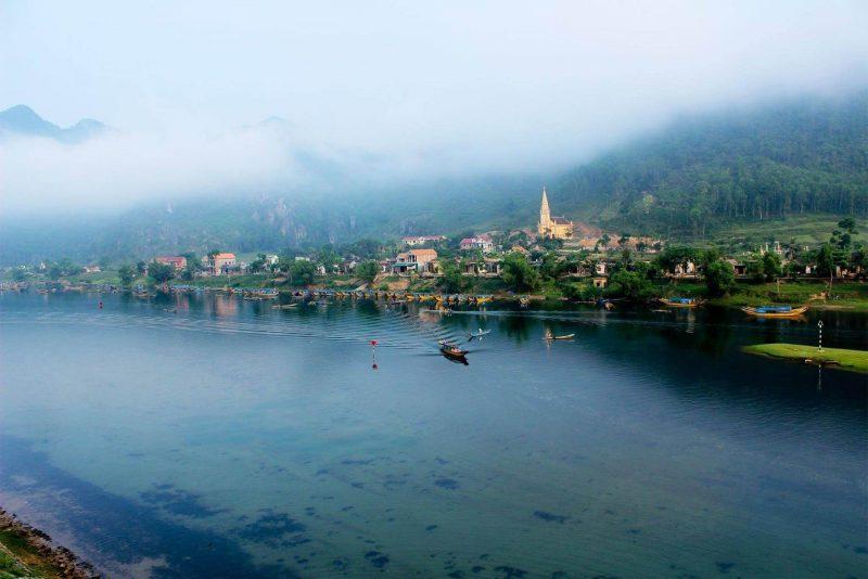 Phong cảnh hữu tình hai bên bờ sông Son