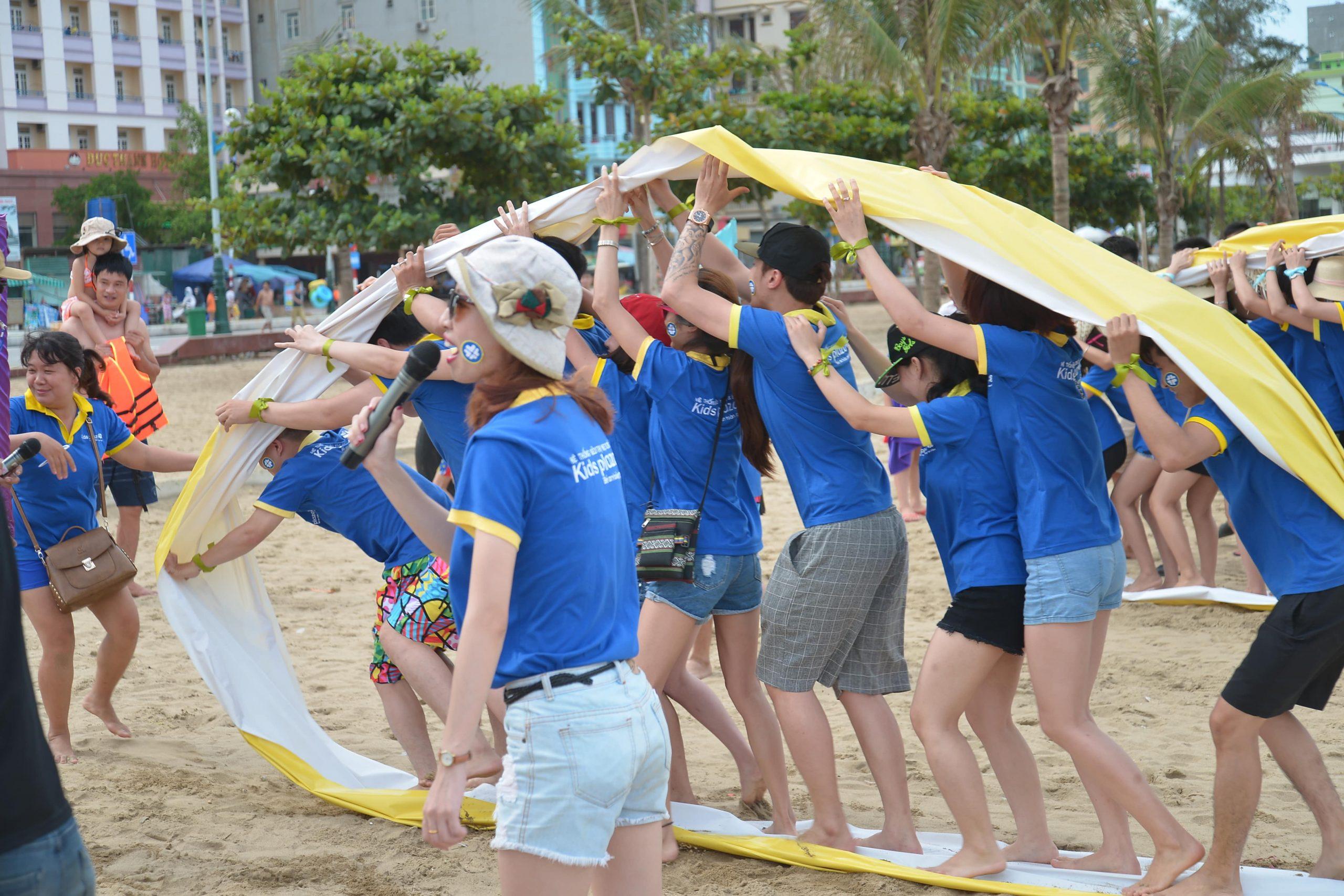 trò chơi team building trên biển