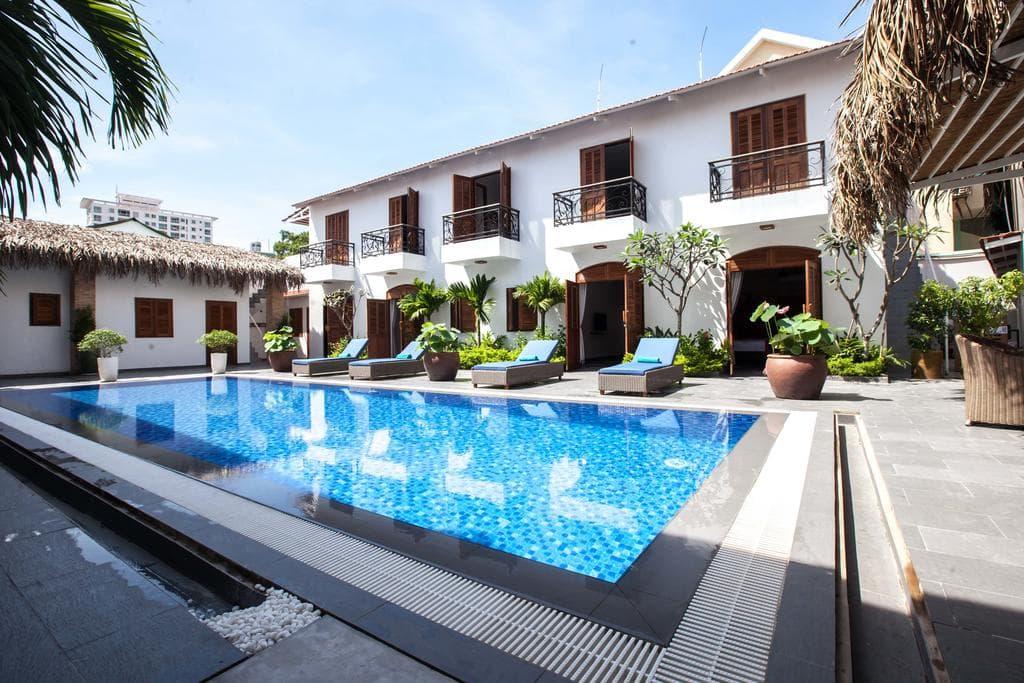 khách sạn 3 sao có hồ bơi ở sài gòn