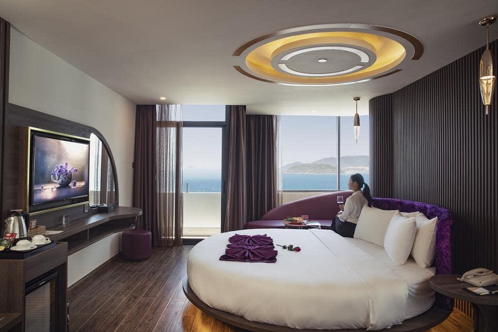 Khách Sạn Nha Trang Gần Trung Tâm - V Hotel Nha Trang