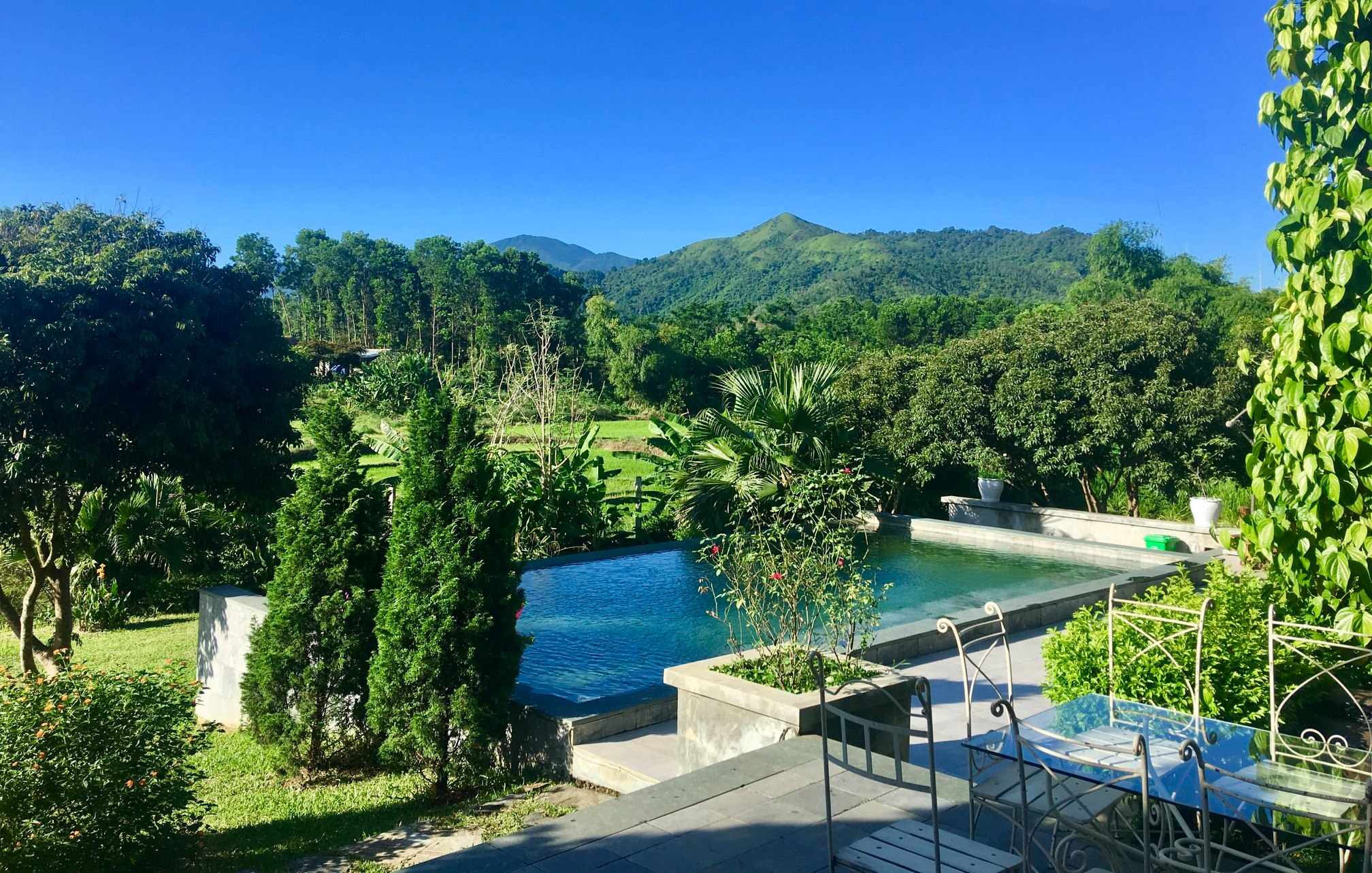 villa hà nội có bể bơi